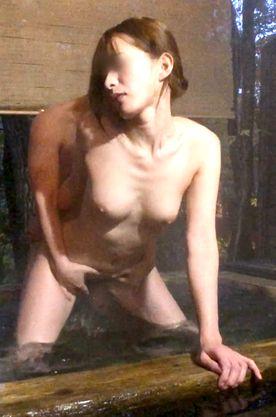 ≪本数限定≫温泉の露天風呂で声が出せないって言ってるのに…ハメ撮りをされちゃう♥️真冬の特別なえっちぃぃ思い出♥️マイメモリーズ№25♥️
